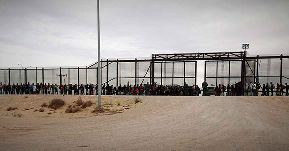 photo depicting border crossing in El Paso, Texas